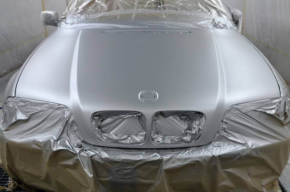 Pintura de capo de BMW